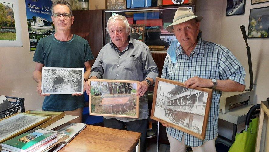 Yves Lacout, Michel Herranz et Gérard Reynier-Salesses présentent des photos d'époque agrandies.