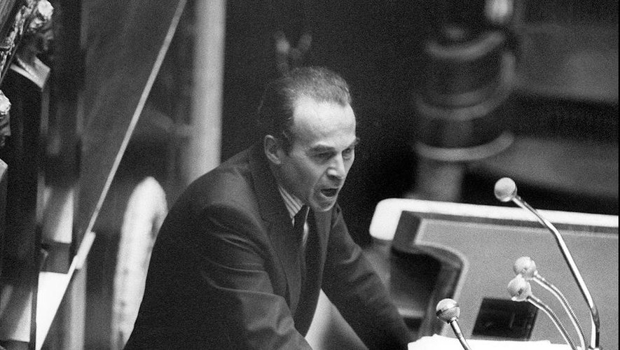 Le 17septembre 1981, Robert Badinter défend l'abolition de la peine de mort à l'Assemblée nationale.