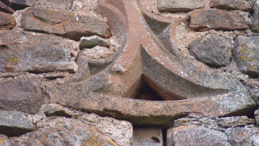 Pierre sculptée à Luffau.