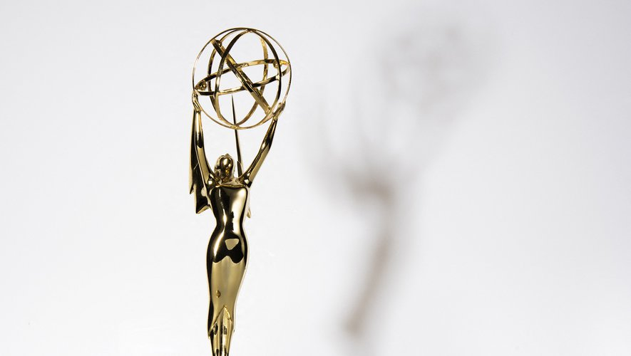 """""""The Crown"""" et """"The Mandalorian"""" partent favoris de la compétition avec 24 nominations chacun."""