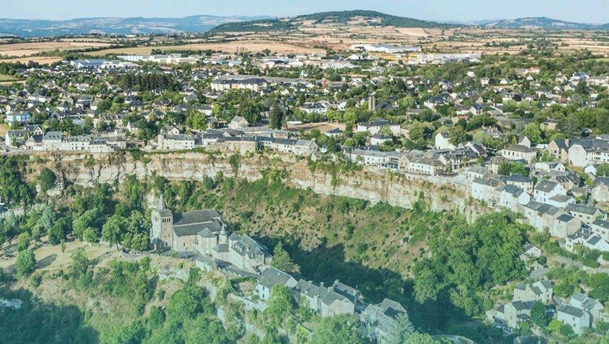 Le PETR du Haut Rouergue opère sur deux communautés de communes.