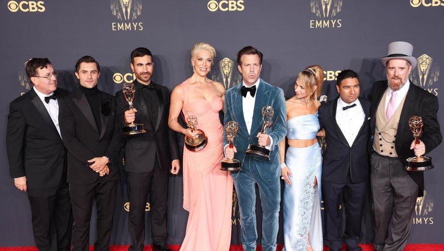 """Côté comédie, c'est """"Ted Lasso"""" qui remporte le titre, avec également des Emmy Awards, équivalent des Oscars de la télévision américaine, pour trois de ses acteurs."""