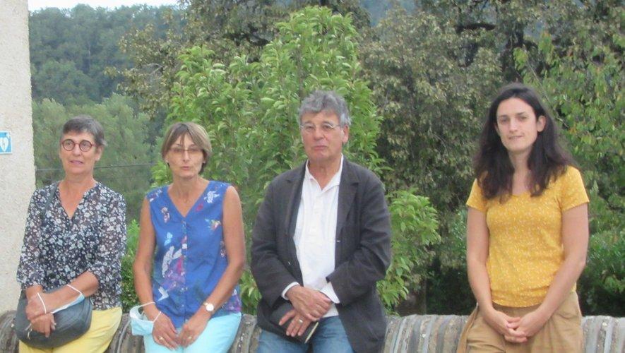 Les nouveaux adhérents aux côtés du professeur, Claudie Romieu.