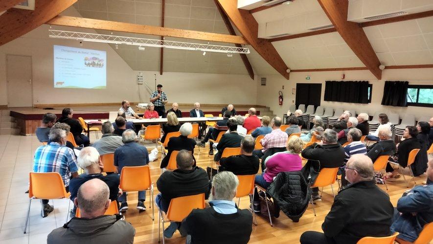 Preuve de l'attrait de la transhumance, le public est venu nombreux à l'assemblée générale à St-Chély-d'Aubrac