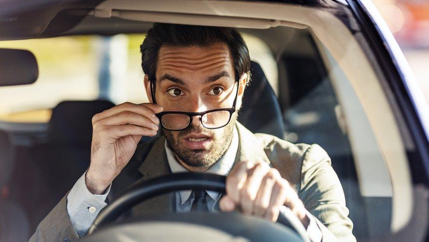 Conduire nécessite de posséder une bonne vue, ou bien alors de porter des lunettes ou des lentilles adaptées.