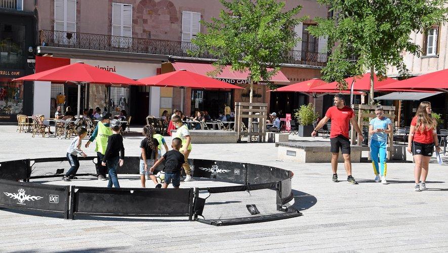 La sortie des enfants est aussi une belle animation de la place de la Cité.