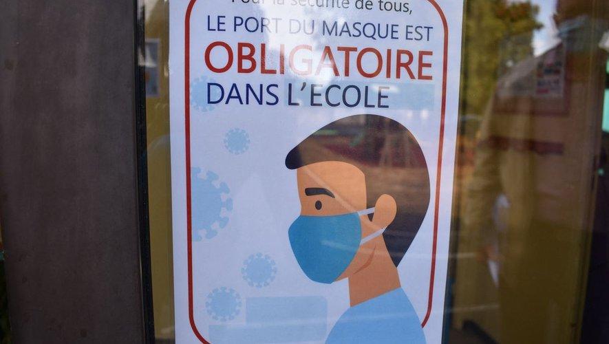 L'obligation du port du masque dans les écoles primaires va être levée à partir du 4 octobre dans certains départements.