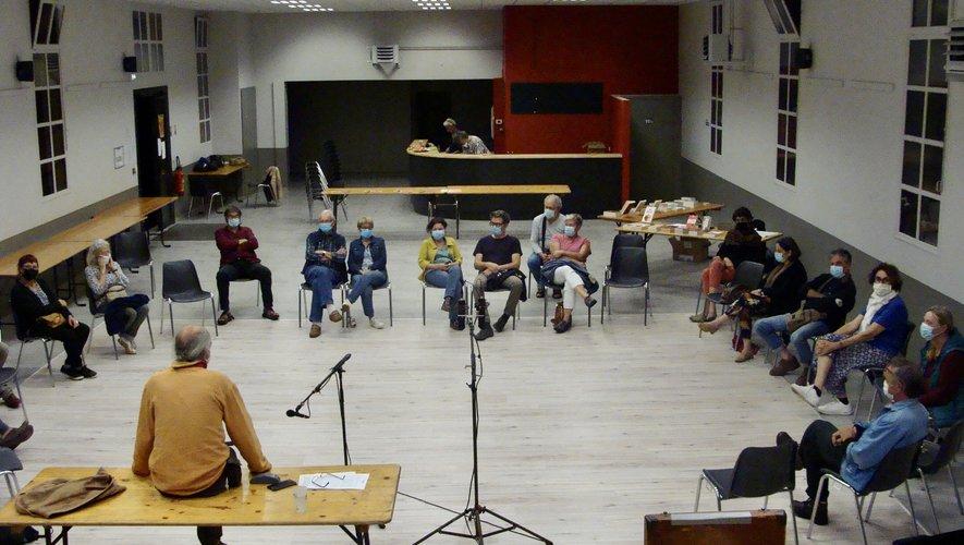 Un auditoire très sensible aux problèmes et questions soulevés par les participants.