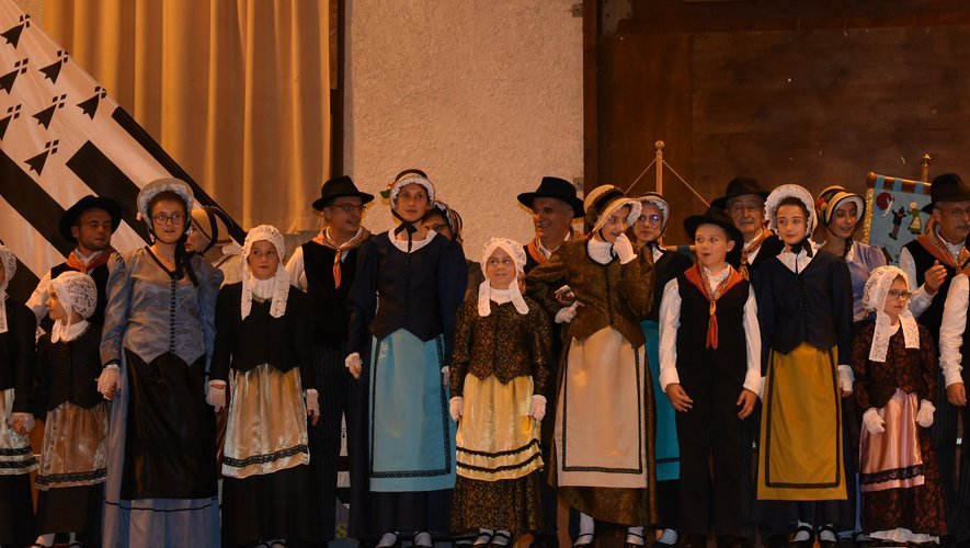 Le folklore Nord-Aveyronnais était représenté par la Bourreïo d'Olt.