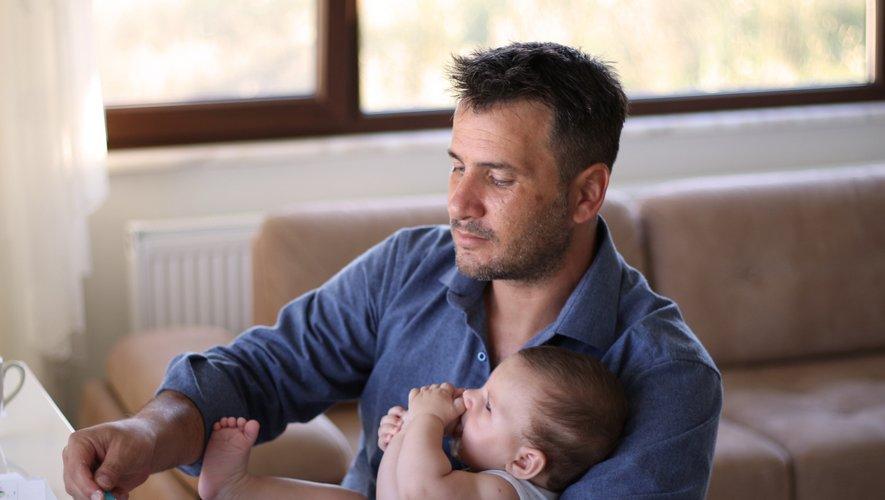 Selon une nouvelle enquête OpinionWay, 18% des hommes interrogés confient avoir subi un épisode dépressif après la naissance de leur enfant.