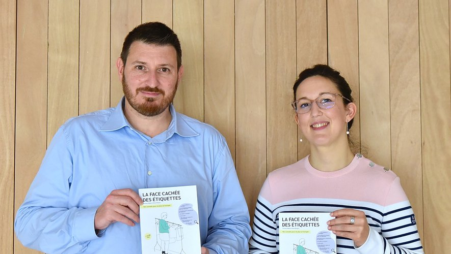 """Thomas Ebélé et Eloïse Moigno, co-fondateurs du label SloWeAre et co-auteurs du guide """"La face cachée des étiquettes""""."""