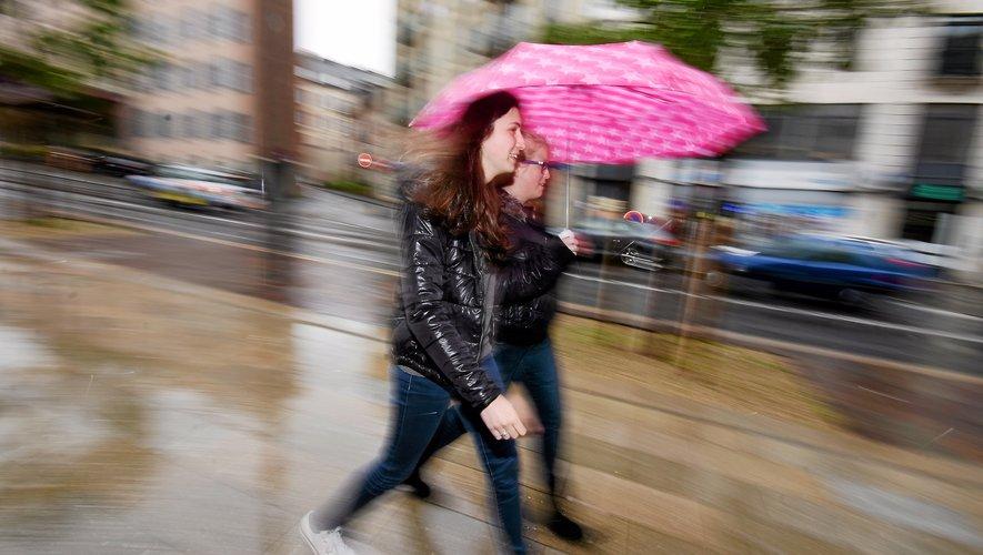 """Un """"excédent important qui nous classe au 16e rang des étés les plus pluvieux depuis 1971, explique Météo France."""