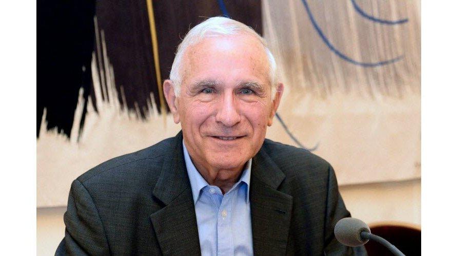 Paul Quilès fut notamment député de la première circonscription du Tarn de 1993 à 2007, ainsi que maire de la commune de Cordes-sur-Ciel, de 1995 jusqu'aux dernières élections municipales, en 2020.