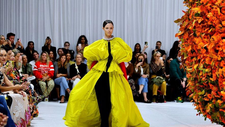 Le jaune vibrant selon Richard Quinn à la Fashion Week de Londres.