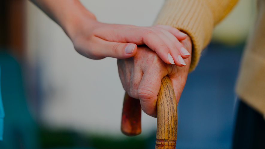 Mettre l'accent sur le maintien à domicile des personnes âgées.