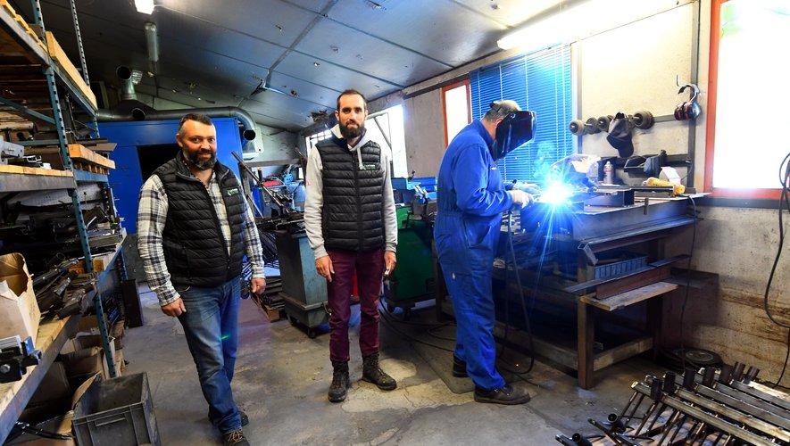Vincent Legris et Pascal Mouysset dans leur atelier.