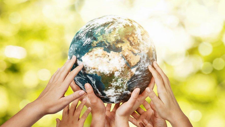 """Plus d'un Français sur deux (53%) estime que les médias et les journalistes n'accordent """"pas assez de place"""" aux """"questions posées par le changement climatique et l'environnement"""", selon une étude."""