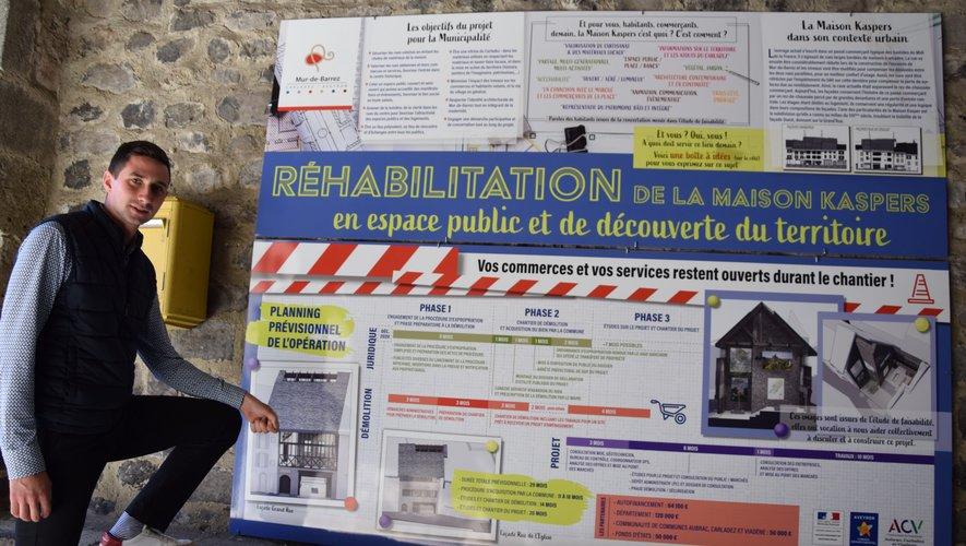 Pierre Ignace, maire de Mur- de-Barrez, présente les phases de travaux et les esquisses du projet de halle au cœur de la cité.