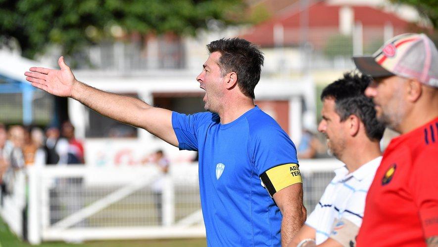 Le coach decazevillois Tim Bowker, dimanche face à Saint-Cernin.