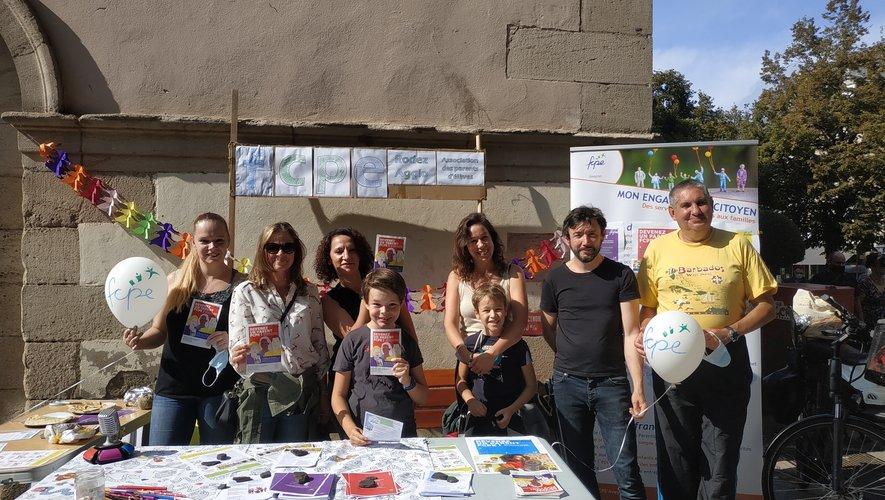 Les parents d'élèves de la FCPE ont sorti les tracts pourles élections du 8 octobre.