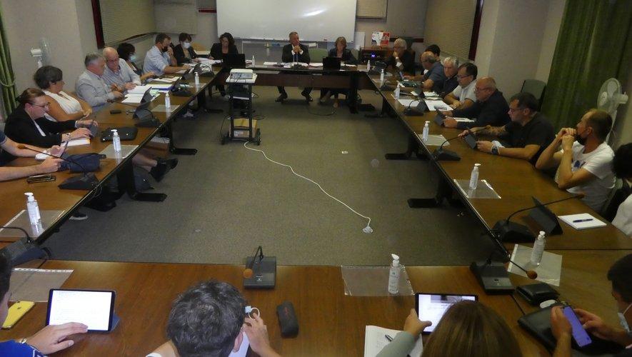 Les élus participant à la dernière séance publique autour du maire Jean-Philippe Sadoul.