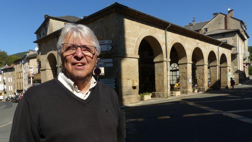 Yves Gantou dédicace son livre, ce dimanche, au marché des Pays de l'Aveyron, à Paris, rue de l'Aubrac.