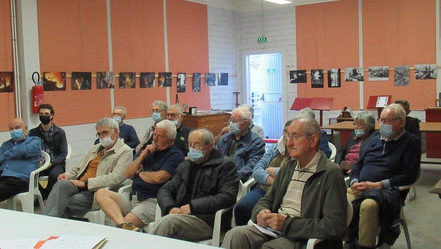 Une vingtaine de personnes a assisté à cette réunion.