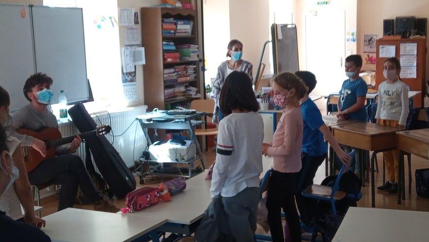 Des ateliers ont lieu en classe.
