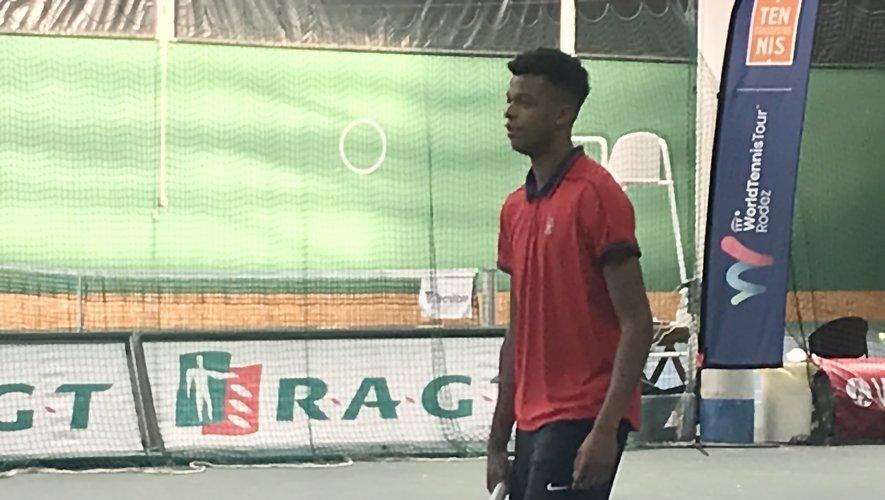 Le vainqueur du double junior à Roland-Garros-2021, Giovanni Perricard, n'a pas tenu la distance ce mardi à Rodez.