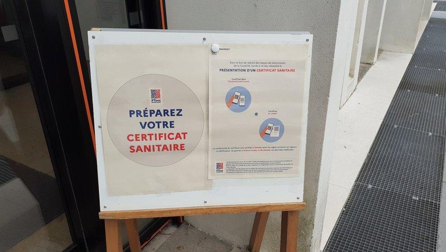 """Le pass sanitaire devrait pouvoir être abandonné """"en cas d'évolution [épidémique] favorable"""", de manière provisoire ou définitive."""