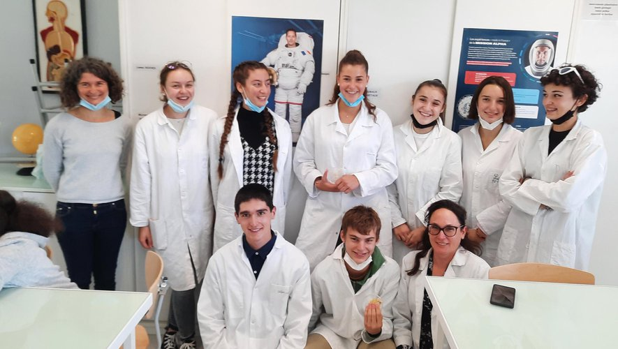 Une partie des lycéens avec leurs accompagnatrices qui ont réalisé cette sortie à Toulouse.