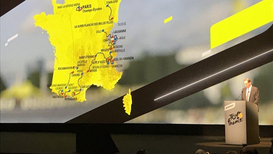 Au Palais des congrès de Paris, le patron du Tour de France Christian Prudhomme, présente le tracé du Tour 2022 avec notamment l'étape Rodez - Carcassonne du 17 juillet.